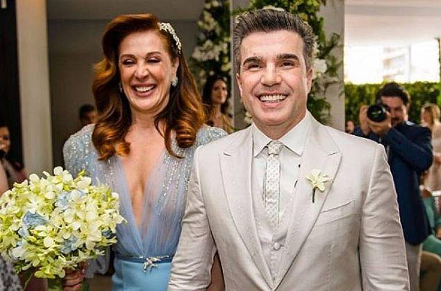 'Casamos mais uma vez', celebra Jarbas Homem de Mello após trocar alianças com Claudia Raia