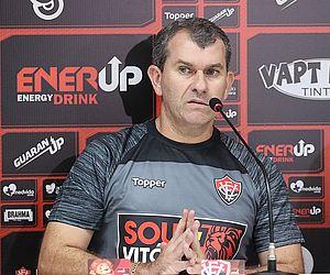 Vitória demite técnico Cláudio Tencati após novo tropeço na Série B