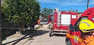 Bombeiros são acionados para conter fogo em residência no Eustáquio Gomes