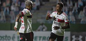 Flamengo vence Goiás e vê distância para líder São Paulo ficar em 5 pontos