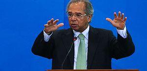 Economia está voltando e auxílio emergencial acaba no final do ano, diz Guedes