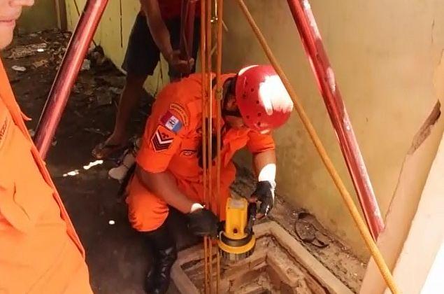 Vídeo: homem cai dentro de poço e é resgatado dois dias depois em Lagoa da Canoa