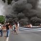 Vídeos: moradores de Campo Alegre bloqueiam AL-220 para cobrar sinalizações e acesso