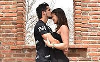De férias em Maceió, Priscila Fantin e o noivo fazem tatuagens idênticas