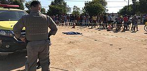 O corpo no local do acidente