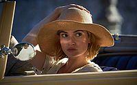 Atriz do filme 'Rebecca', da Netflix, teve ataques de pânico após fim das gravações