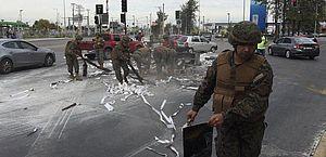 Capital do Chile amanhece sob estado de emergência após protestos