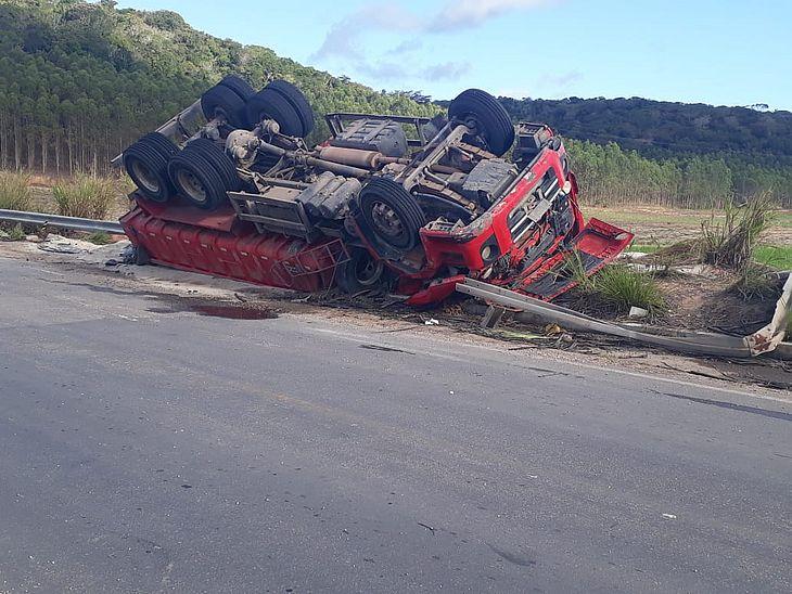 Motorista ficou ferido no acidente