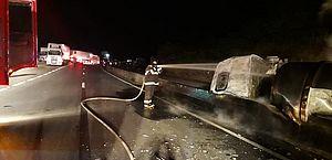 Duas carretas colidiram em Flexeiras