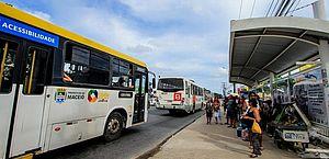 Ônibus perdem 420 mil passageiros por dia no Brasil em um ano