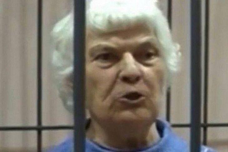 """Sofya Zhukova, de 81 anos, acusada de distribuir """"petiscos gelatinosos com pedaços de carne humana de suas vítimas"""""""