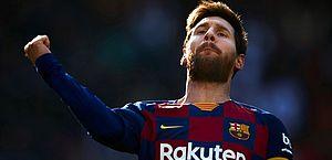 Messi brilha e marca quatro em goleada do Barcelona no Espanhol