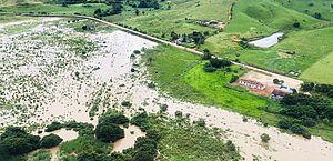 Fotos: Bombeiros patrulham rios da Região Norte; área está em alerta
