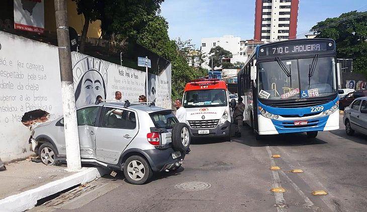 Acidente deixou trânsito lento sentido Farol