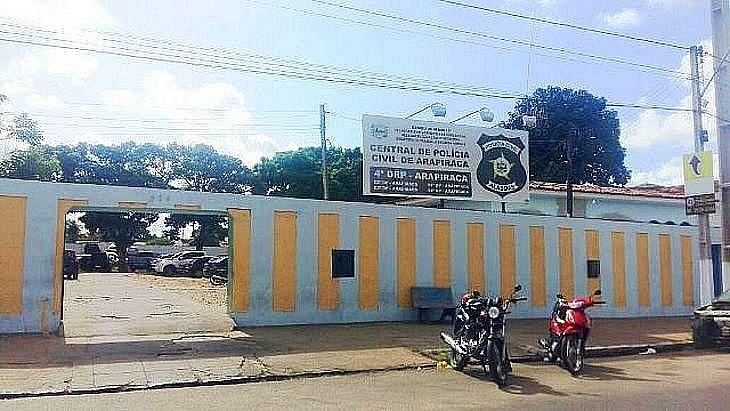 Mulher foi presa e levada à Central de Polícia de Arapiraca