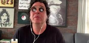Casagrande chora ao falar sobre morte de Maradona e dependência química; veja