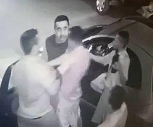 Homens acuam policial