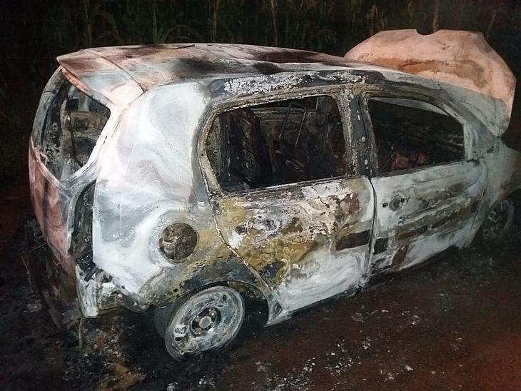 Carro foi encontrado ainda em chamas
