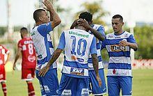 Jogadores do Bentão comemoram o único gol da partida, marcado ainda no primeiro tempo