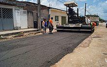 Material aplicado com máquina em rua do Village