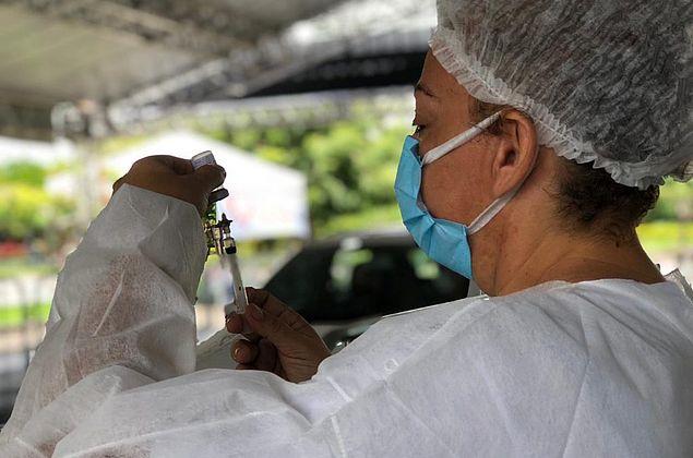 Pessoas com comorbidades a partir de 25 anos serão vacinadas neste sábado em Maceió; veja grupos