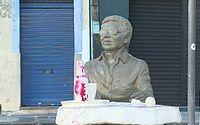 Estátua de Reginaldo Rossi é pichada menos de 20 dias depois de ser inaugurada em PE