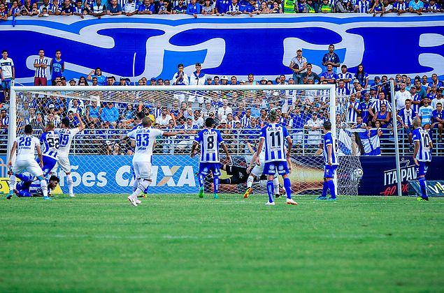 Em jogo de expulsões, CSA perde para o Avaí e frustra torcida no Rei Pelé