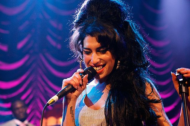 Holograma de Amy Winehouse fará turnê de shows em 2019