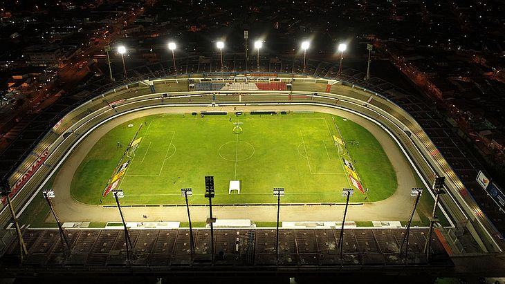 Rei Pelé ganhou nova iluminação para receber os jogos do Campeonato Brasileiro da Série A