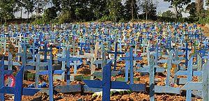 Brasil completa 40 dias com média móvel de mortes por Covid acima de 1.000