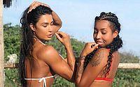 Gracyanne Barbosa exibe corpão ao lado da irmã: 'Minha caçula deusa'