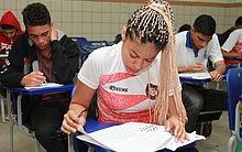 Candidatos realizam provas neste domingo