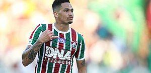 Fábio Santos perde pênalti e Fluminense vence Atlético-MG no Rio