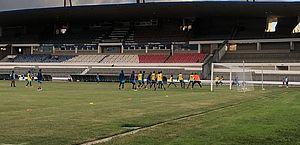 Argel mexe na equipe e esboça nova formação em treino do CSA no Rei Pelé