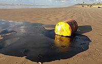 Governo quer que a Shell explique aparecimento de barris no litoral nordestino