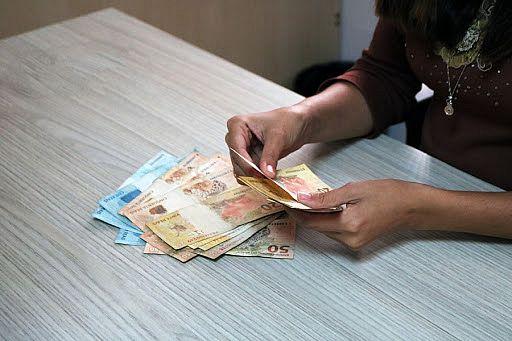 Recebem os funcionários que possuem vencimentos acima de R$ 2.562