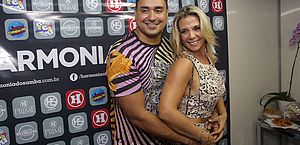 O vocalista Xanddy, do Harmonia do Samba, e a esposa, a dançarina Carla Perez