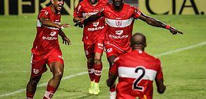 Série B: CRB atropela o Figueirense e goleia por 5 a 1 no Rei Pelé, em Maceió