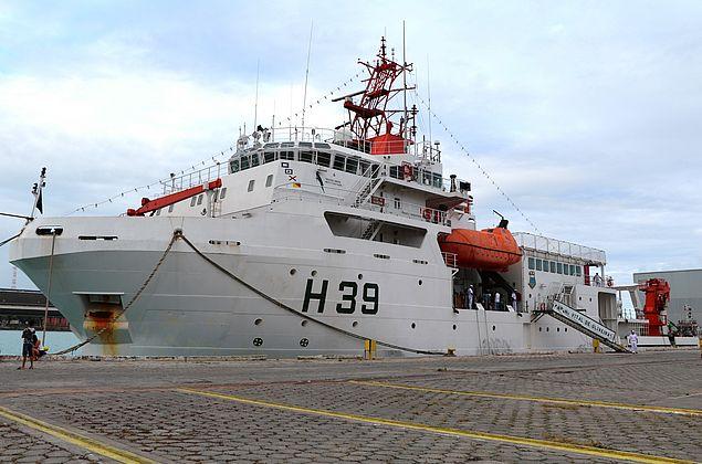 Conheça o Vital de Oliveira, navio de pesquisa que carrega 28 equipamentos científicos