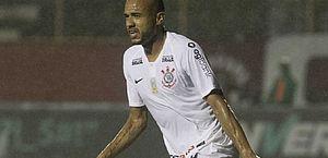 Fora da lista de inscritos do Paulistão, Roger rescinde contrato com o Corinthians