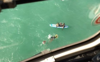 Vídeos: banhistas que praticavam stand uppaddle são resgatadas da Praia do Sobral