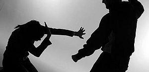Homem é preso após tentar matar companheira com golpes de foice