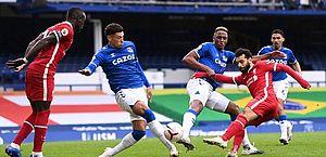 Everton empata com Liverpool e mantém liderança; Richarlison é expulso