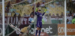 Com fratura na mão, goleiro Muriel, do Fluminense, não joga mais neste ano