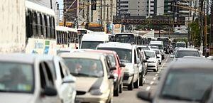 Ouvir música ao dirigir pode diminuir o estresse no trânsito