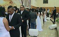 Igreja Universal celebra união de cem casais em casamento coletivo