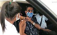 Zeca Pagodinho é vacinado contra a Covid-19, no Rio