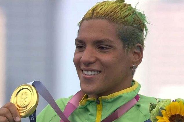 É ouro! Ana Marcela Cunha vence maratona aquática em Tóquio