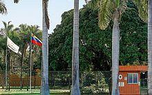 Simpatizantes do presidente Juan Guaidó entraram em conflito com funcionários da representação diplomática durante a madrugada