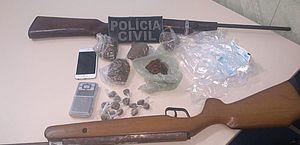Operação termina em prisão, apreensão de adolescente, armas, droga e celulares